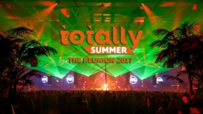 Busreis naar Totally Summer The Reunion